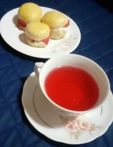 Chá e scones com geléia