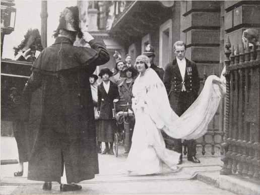 Casamento de Lady Elizabeth Bowes-Lyon, futura Rainha Elizabeth, a rainha mãe.