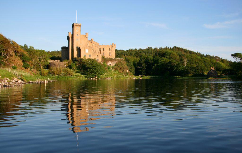 Dunvegan-Castle-Library-Pics-27-1024x646